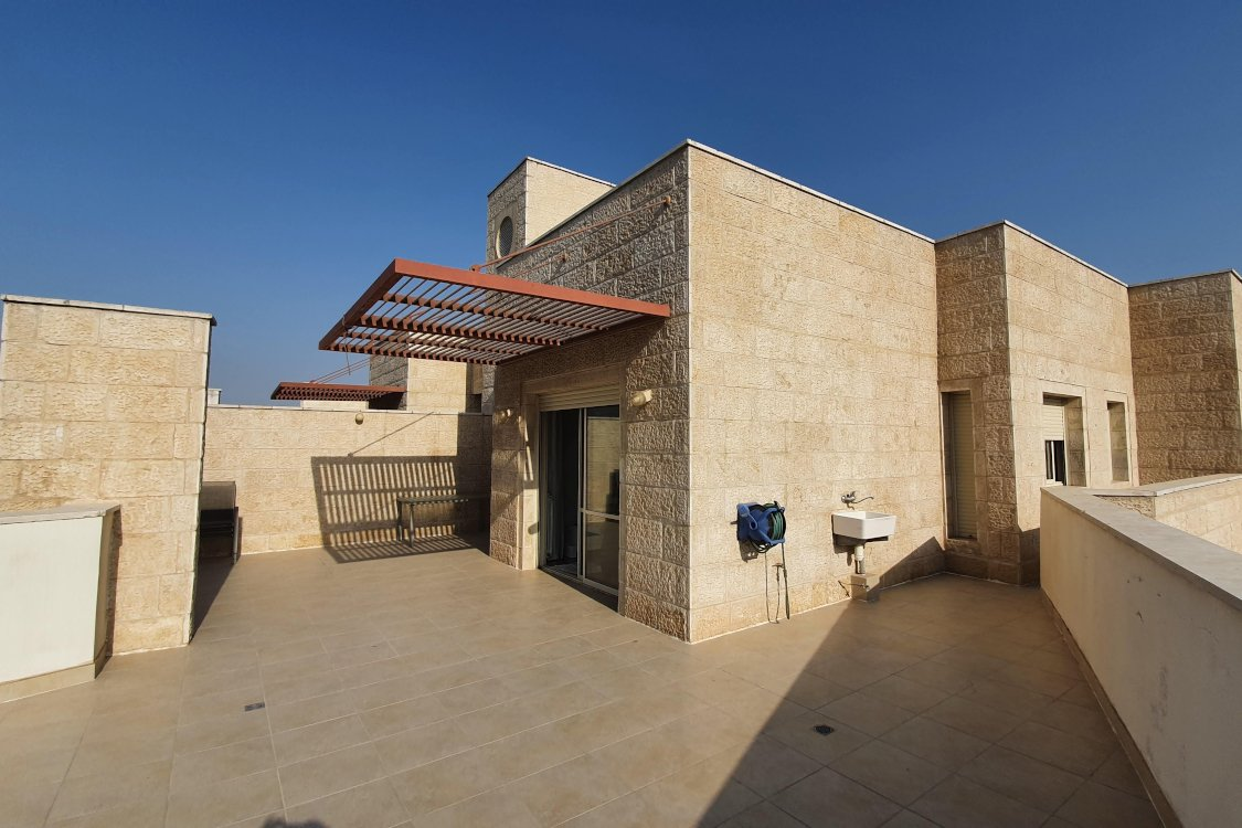 Enjoy time together on this huge 100sqm balcony.